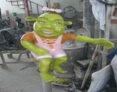 Şrek Kız Çocuk Heykeli