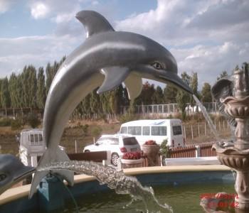 Büyük Yunus Balık Heykeli