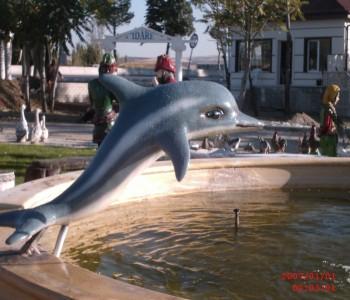 Küçük Yunus Balık Heykeli
