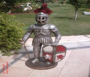 Kalkanlı Şövalye Heykeli