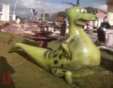 Taş Devri Dino Heykeli