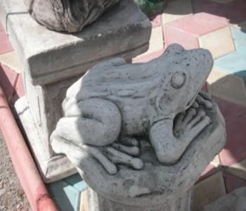 Büyük Kurbağa Heykeli