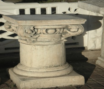 Korint Başlıklı Sütun