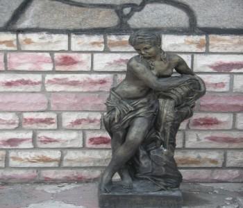 Pınara Heykeli Küçük