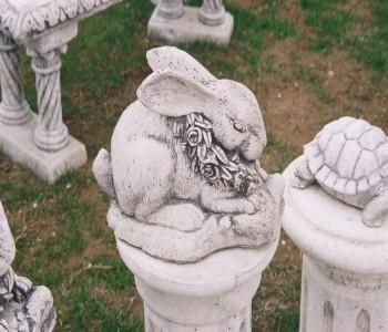 Çiçekli Tavşan Heykeli
