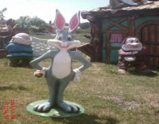 Bugs Bunny Tavşan Heykeli