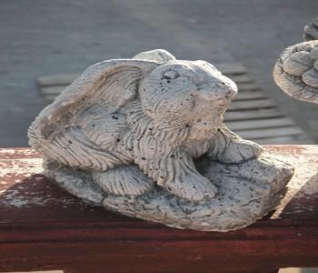 Küçük Tavşan Heykeli