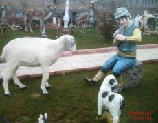 Oturan Çoban Çocuk Heykeli