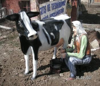 Süt Sağan Kadın Heykeli