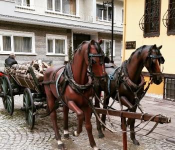 Dekoratif At Arabası Ve At Heykeli
