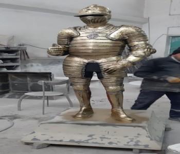 Metal Şövalye Heykeli