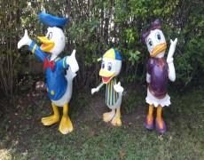 Donald Duck Ve Ailesi Heykelleri