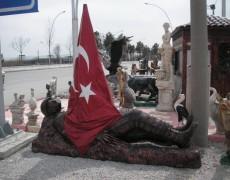 Şehit Asker Heykeli