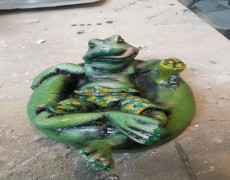 Keyif Yapan Kurbağa Heykeli